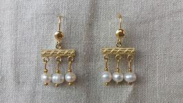 Nu ook met 2 hangers en in verschillende kleuren: 'Crotalia' oorbellen