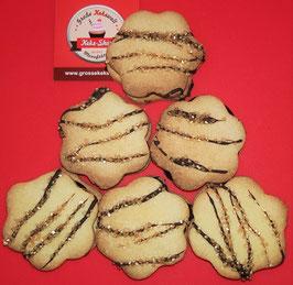 Kekse mit Schokoladenfüllung