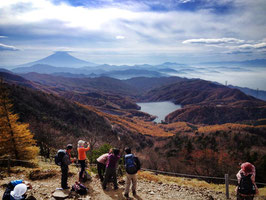 大菩薩嶺 上日川峠から 富士展望の気持ちの良い稜線へ