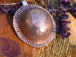 Gros pendentif demi boule rond en bronze ras de cou pour femme