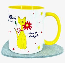 Gelbe Katze mit Blume