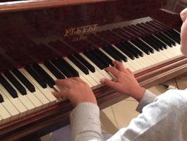 Cours de piano individuel : 1/2 heure par semaine, ou 1 heure par quinzaine