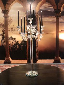 Die Kerze ist ein Geschenk- ein Zeichen der Zuneigung und Präsenz.