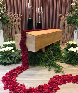 Gestecke aus Blumen für Sargdekoration, Teilweise Preise auf Anfrage