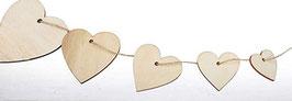 Herz-Girlande  aus Holz als Dekoration für den Sarg oder die Urne