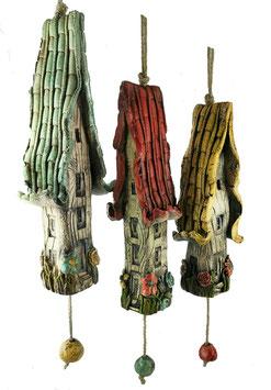 3 Keramik Windspiel Häuser bunt beige