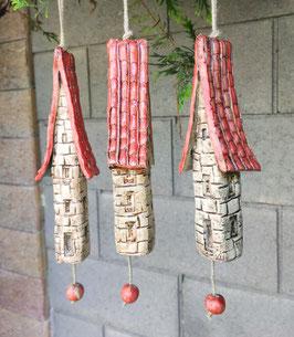 3 Keramik Windspiel Bruchsteinhäuser rot beige