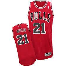 Баскетбольная майка Чикаго Булс №21 Батлер Джимми красная гостевая SWINGMAN REV30