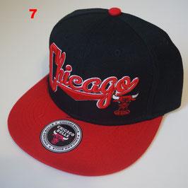 Чикаго Буллз бейсболка NBA №7 купить черную с красным прямым козырьком и надписью CHICAGO