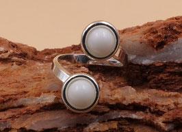 Ring mit zwei 6mm- Steinen in 925er Sterling Silber