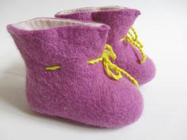 Babyschüchen violett