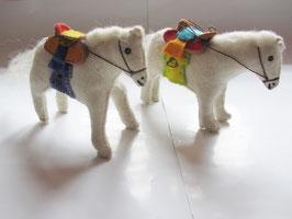 Pferd mit mongolischen Sattel