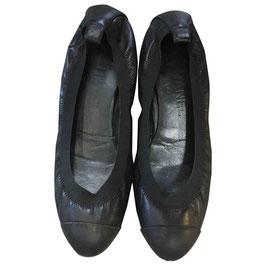 Ballerines Chanel en cuir noir