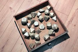 27 historische Kristallmodelle in Original-Schublade
