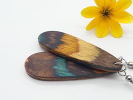 Ohrringe aus buntem Holz