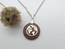 Halskette mit Anhänger aus Zwetschge & Erdkugel aus 925 Silber