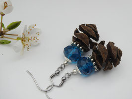 Ohrringe aus Urwelt-Mammutbaumzapfen + faccierten Glasperlen