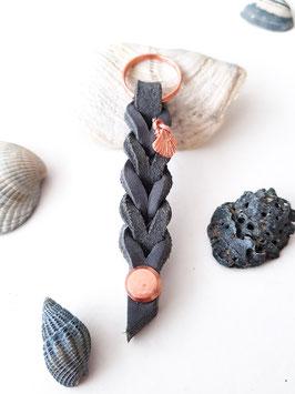 Schlüsselanhänger aus Fettleder ~ grau & rosé