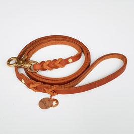 Fettlederleine cognacfarben / Messing mit Handschlaufe