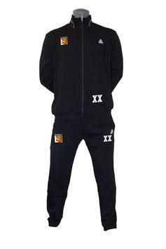 PEAK Sportanzug schwarz mit TUSLI Logo und Initialen