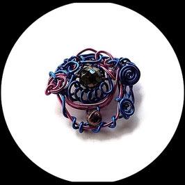 broche femme aluminium rose et bleu, perles faite main