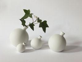 stehende Kugelvasen in glattmatt in verschiedenen Größen