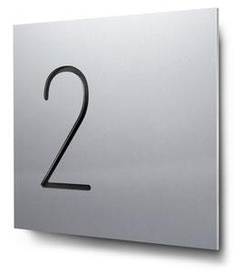 "Hausnummern ""2…"" konturgeschnitten in Aluminium"