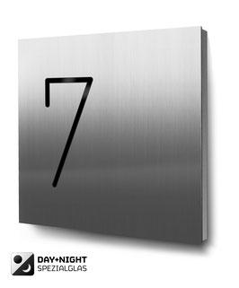 "Hausnummern ""7…"" beleuchtet in Edelstahl"