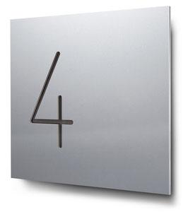 "Hausnummern ""4…"" konturgeschnitten in Aluminium"