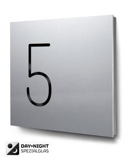 """Hausnummern """"5…"""" beleuchtet in Aluminium"""