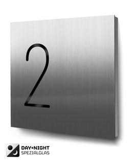 "Hausnummern ""2…"" beleuchtet in Edelstahl"
