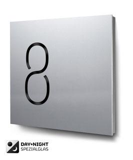 """Hausnummern """"8…"""" beleuchtet in Aluminium"""