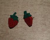 boucles d'oreilles en bois fraise