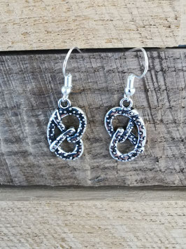 Boucles d'oreilles Bretzel métal simples