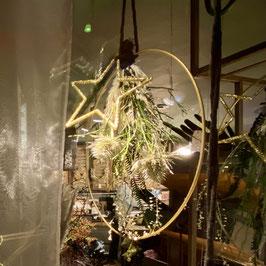 Loop zum aufhängen mit Trockenblumen, weihnachtlich dekoriert