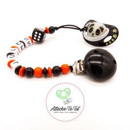 Attache tétine personnalisée, dès de jeu, noir et orange.