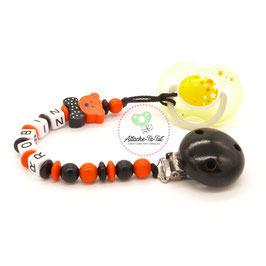 Attache sucette personnalisée, ourson, noir et orange.