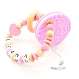 Hochet de dentition personnalisée, biscuit et cœur, rose et nature.