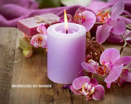 BOUGIE ROSE AUX ORCHIDEES N° 645
