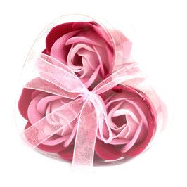 Lot de 3 roses roses en savon dans une boite coeur