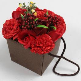 Bouquet de fleurs rouges (roses et oeillets) en savon