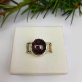 Rubin Ring mit Sternbrechung Gr. 55