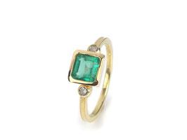 Ring in Gelbgold 750/000 mit Smaragd und Brillanten