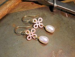 Ohrhänger in Gelbgold 585/000 mit Perlen und Perlmutt-Mandala
