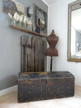 102cm antike Truhe aus Belgien - Traumpatina in schwarz