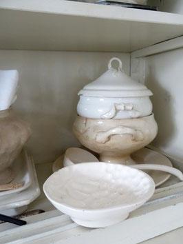 TRAUBE antike Puddingform weiße Keramik