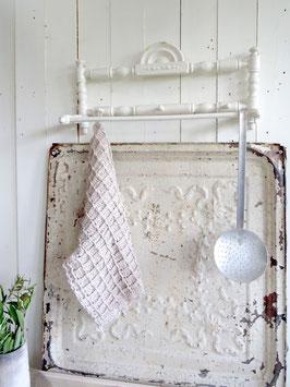 uralte Hakenleiste Handtuchhalter  - alte weiße Lacke