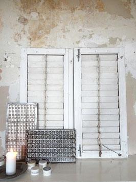 103cm alter Klappladen Lamellen Fensterladen - alter weißer Lack