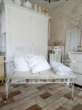 antikes Gartensofa Gartenbank alter weißer Lack
