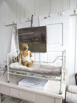 antikes franz. Puppenbett - Traumteil